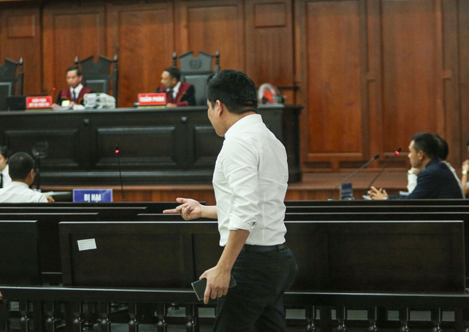 Bác sĩ Chiêm Quốc Thái lớn tiếng, đùng đùng rời phòng xử: Chắc chắn thua rồi, xử gì nữa-2