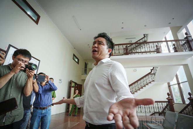 Bác sĩ Chiêm Quốc Thái lớn tiếng, đùng đùng rời phòng xử: Chắc chắn thua rồi, xử gì nữa-4