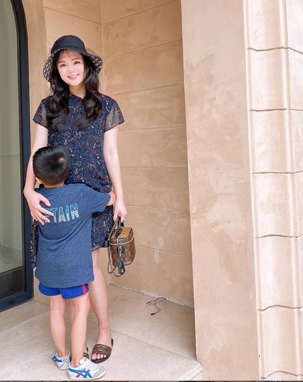 Hình ảnh mới nhất của vợ Duy Mạnh khi mang bầu: To gấp đôi mọi người-2