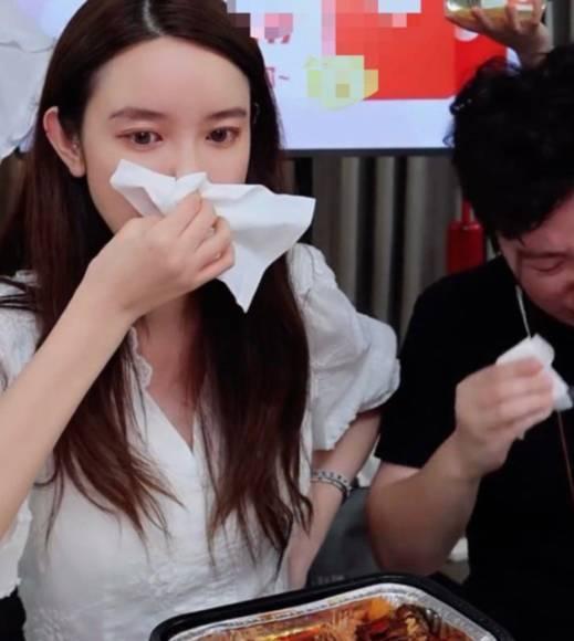 Nhân tình chủ tịch Taobao phủ nhận khóc trên livestream vì bê bối ngoại tình, vợ hợp pháp đăng vlog đáp trả với hàm ý: Hãy tu thân dưỡng tính!-3