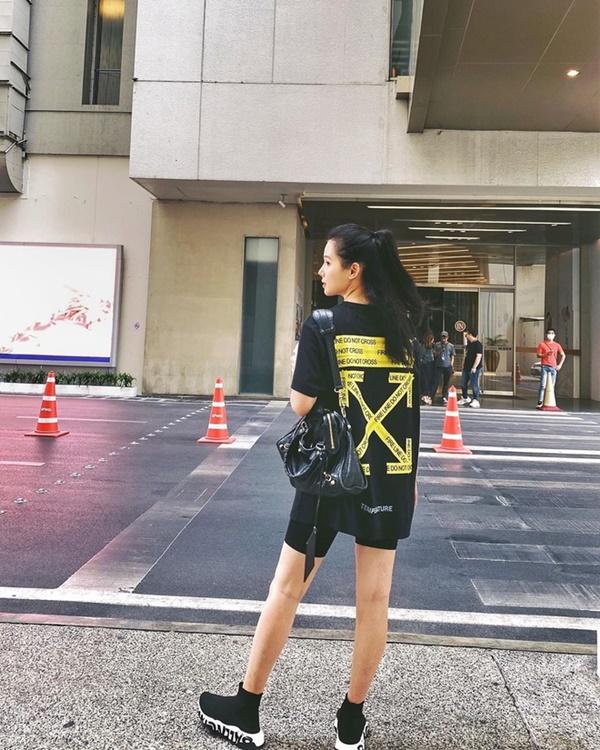 Gu ăn mặc của Phanh Lee ngày càng gợi cảm-7