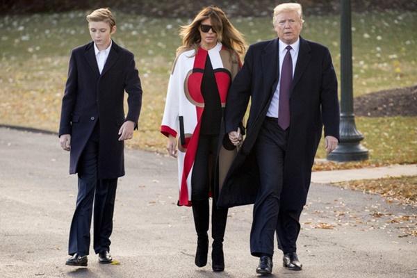 Minh chứng cho thấy hoàng tử Nhà Trắng Barron Trump giống cha như 2 giọt nước, thừa hưởng nhan sắc thời trẻ của Tổng thống Mỹ-5