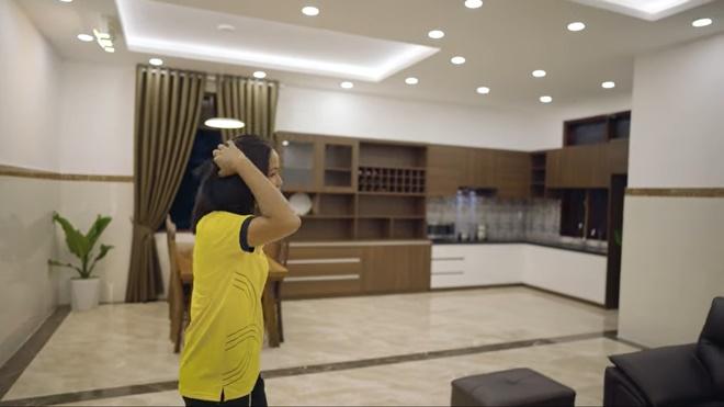 Thương mẹ phải bán dây chuyền xây nhà cấp 4, H'Hen Niê bỏ 2,5 tỷ sửa thành nhà cực đẹp-2