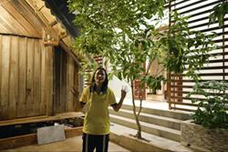 Thương mẹ phải bán dây chuyền xây nhà cấp 4, H'Hen Niê bỏ 2,5 tỷ sửa thành nhà cực đẹp