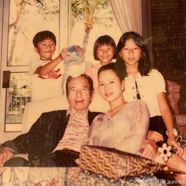 Gia tộc Vua sòng bài Macau trong Ngày của Cha: Hầu hết đều im lặng, chỉ có 2 tiểu thư đăng ảnh nhớ thương người cha quá cố-1