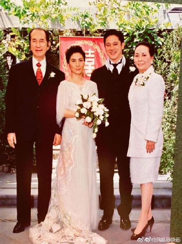 Gia tộc Vua sòng bài Macau trong Ngày của Cha: Hầu hết đều im lặng, chỉ có 2 tiểu thư đăng ảnh nhớ thương người cha quá cố-4