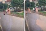 CSGT ở Vĩnh Phúc bị tố dùng dùi cui vụt vỡ mũi người vi phạm giao thông-2