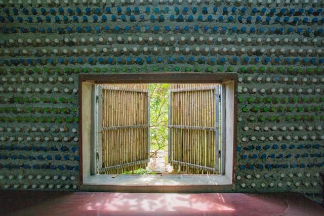 Tận mắt ngôi nhà được làm từ 9.000 vỏ chai nhựa độc nhất ở Hà Nội-3