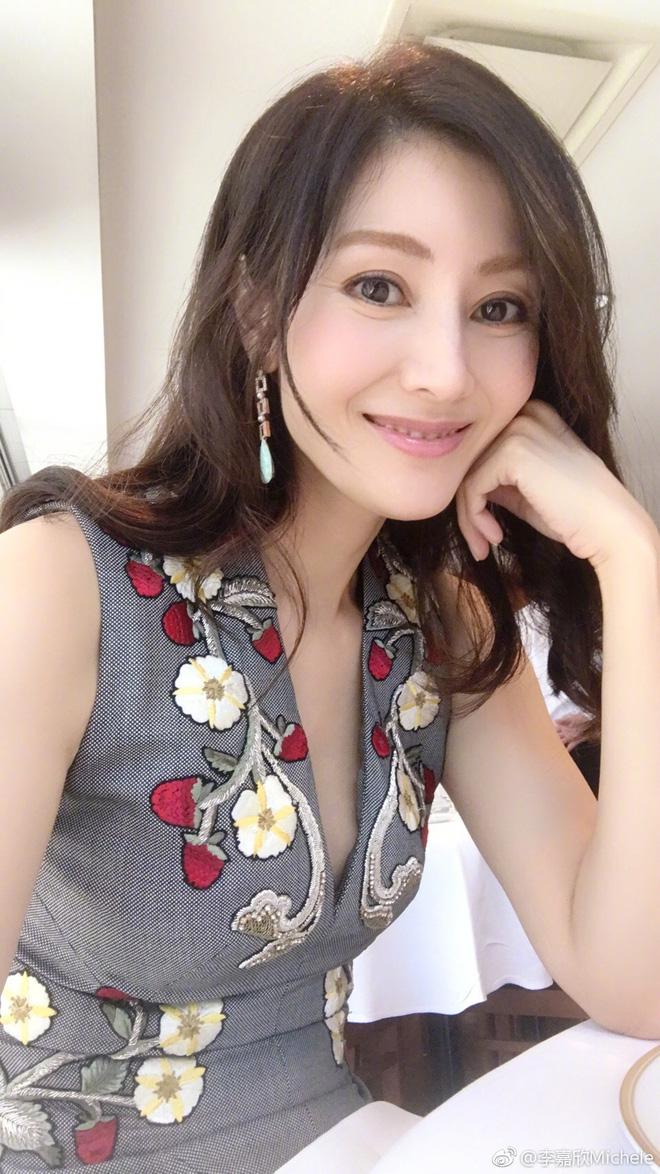 Hoa hậu đẹp nhất Hong Kong được 3 đại gia theo đuổi cùng lúc giờ ra sao?-19
