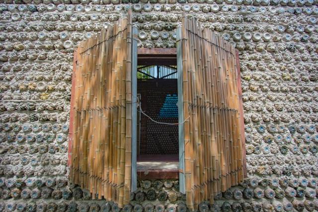 Tận mắt ngôi nhà được làm từ 9.000 vỏ chai nhựa độc nhất ở Hà Nội-7