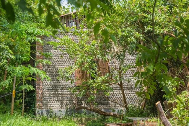 Tận mắt ngôi nhà được làm từ 9.000 vỏ chai nhựa độc nhất ở Hà Nội-9