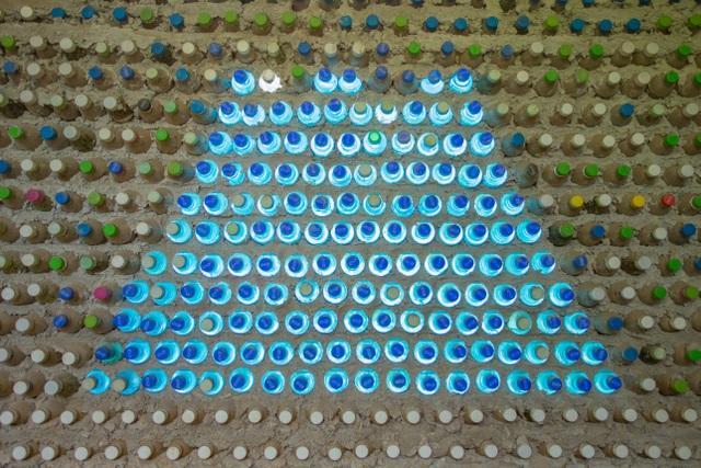 Tận mắt ngôi nhà được làm từ 9.000 vỏ chai nhựa độc nhất ở Hà Nội-11