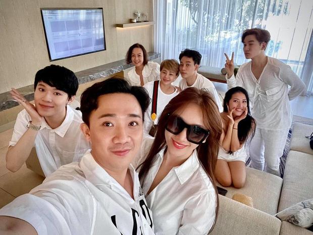Trấn Thành tiết lộ món quà sinh nhật khiến Hari Won cười tươi rói kèm lời hứa đặc biệt: Đúng là cô vợ được cưng nhất Vbiz rồi!-2