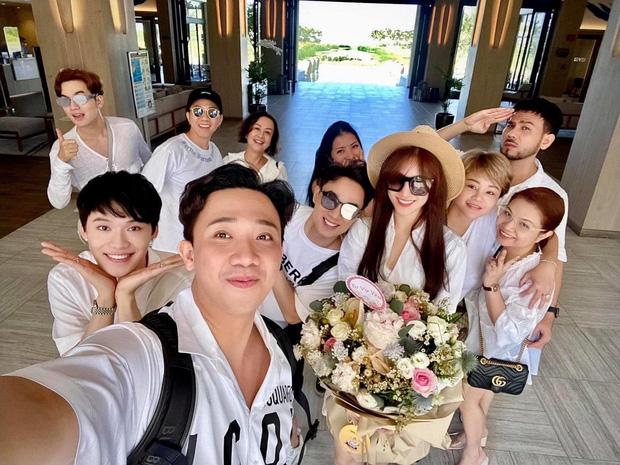 Trấn Thành tiết lộ món quà sinh nhật khiến Hari Won cười tươi rói kèm lời hứa đặc biệt: Đúng là cô vợ được cưng nhất Vbiz rồi!-3