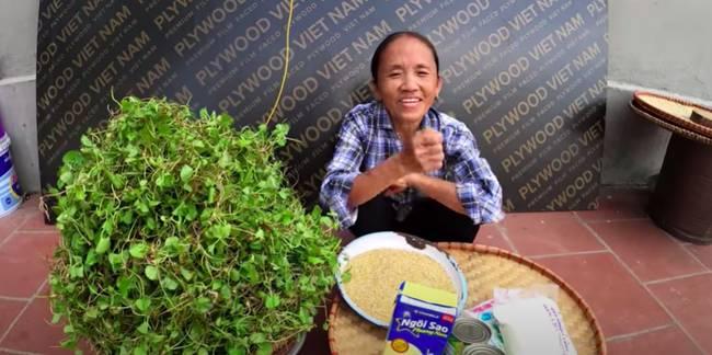 Bà Tân trổ tài làm cốc rau má đậu xanh siêu to khổng lồ, nhưng thứ dân mạng chỉ chăm chăm chú ý tới câu lỡ lời của Hưng Vlog-1