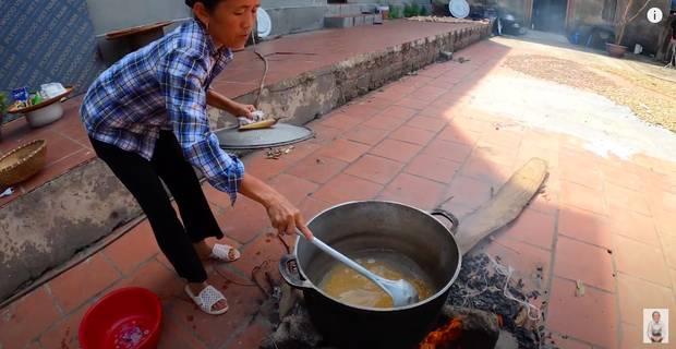 Bà Tân trổ tài làm cốc rau má đậu xanh siêu to khổng lồ, nhưng thứ dân mạng chỉ chăm chăm chú ý tới câu lỡ lời của Hưng Vlog-4