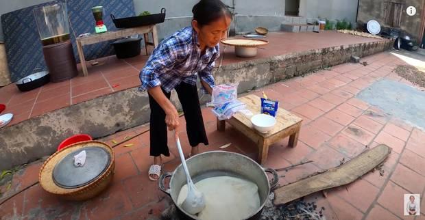 Bà Tân trổ tài làm cốc rau má đậu xanh siêu to khổng lồ, nhưng thứ dân mạng chỉ chăm chăm chú ý tới câu lỡ lời của Hưng Vlog-5