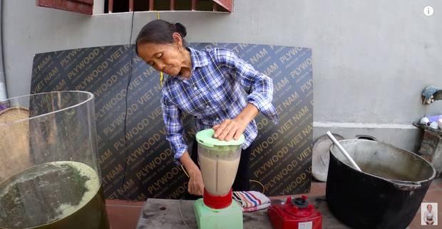 Bà Tân trổ tài làm cốc rau má đậu xanh siêu to khổng lồ, nhưng thứ dân mạng chỉ chăm chăm chú ý tới câu lỡ lời của Hưng Vlog-6