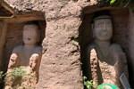 Nhiều người kéo nhau đi… lạy bức tượng đá gãy tay, chân-5