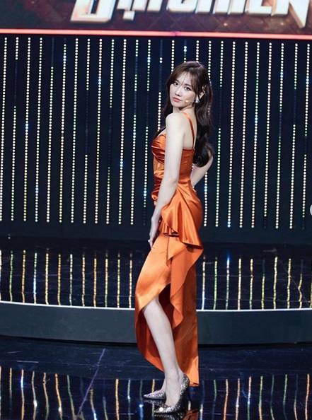 Trang phục hồng cánh sen khó nhằn được Chi Pu - HHen Niê cân đẹp-8