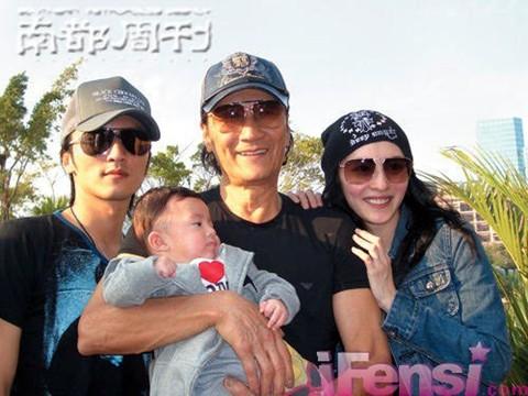 Bố Tạ Đình Phong ngầm xác nhận nam tài tử chính là cha đẻ con trai út của Trương Bá Chi?-2