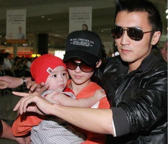 Bố Tạ Đình Phong ngầm xác nhận nam tài tử chính là cha đẻ con trai út của Trương Bá Chi?-4