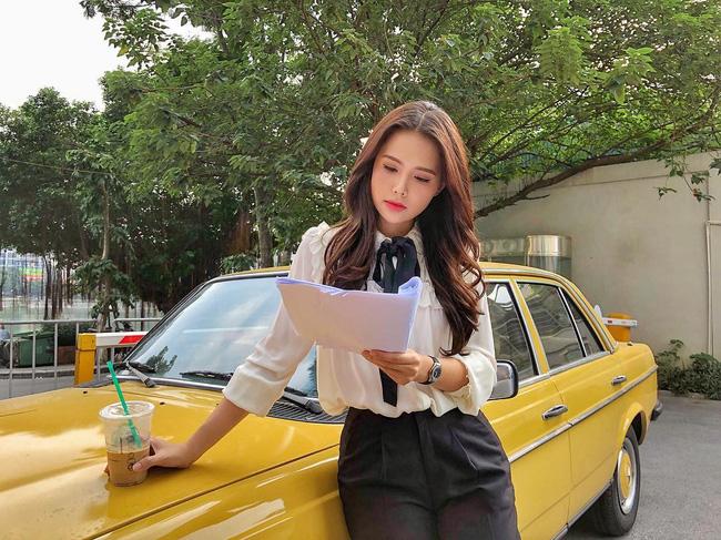 Phanh Lee có 10 cách diện áo blouse cực khéo, chị em học theo thì đi làm hay đi chơi cũng được khen mặc đẹp-9