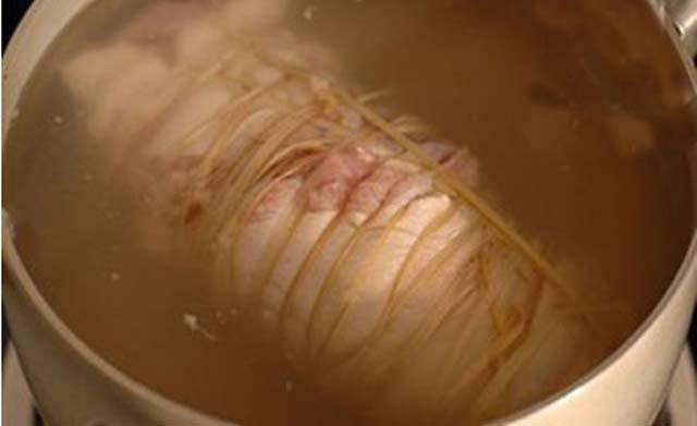 Luộc thịt theo cách này, bảo sao chất bổ trôi hết ra ngoài, chất có hại lại ngấm vào trong-4