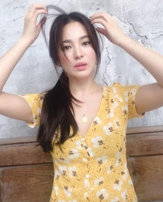 Thông tin hiếm về mẹ ruột của Song Hye Kyo: Kết hôn năm 18 tuổi rồi trở thành mẹ đơn thân, cuối cùng lại là điểm tựa cho con gái sau ly hôn-4