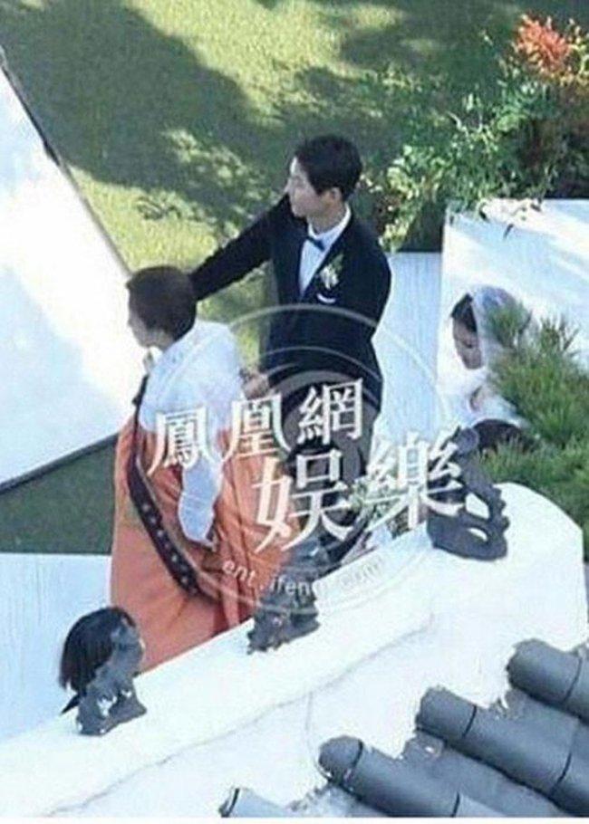 Thông tin hiếm về mẹ ruột của Song Hye Kyo: Kết hôn năm 18 tuổi rồi trở thành mẹ đơn thân, cuối cùng lại là điểm tựa cho con gái sau ly hôn-6