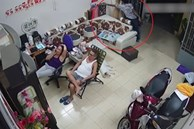 Cảnh trộm lấy điện thoại khi gia đình đang xem tivi
