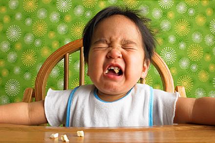 8 kiểu nhồi nhét khiến trẻ thêm gầy ốm, biếng ăn trong những ngày nắng nóng - các mẹ nên từ bỏ ngay!