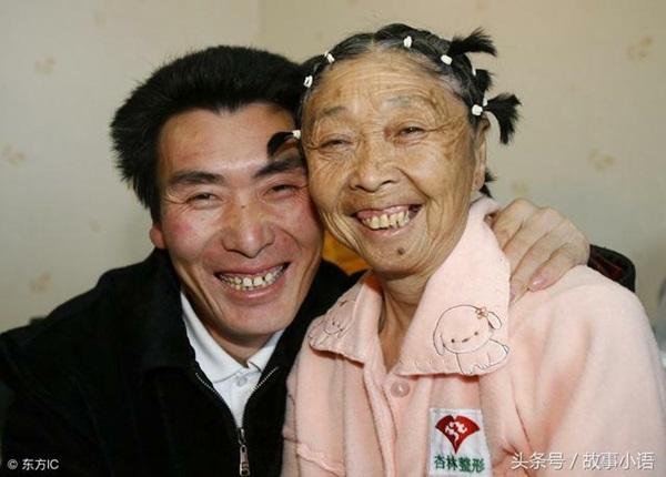 Chuyện tình của chàng 26 tuổi vẫn kết hôn với bà lão 59 tuổi mặc gia đình ngăn cản, hàng xóm chê cười giờ ra sao?-1