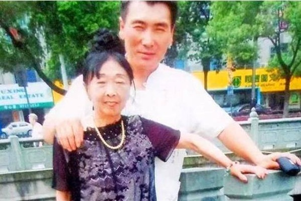 Chuyện tình của chàng 26 tuổi vẫn kết hôn với bà lão 59 tuổi mặc gia đình ngăn cản, hàng xóm chê cười giờ ra sao?-3