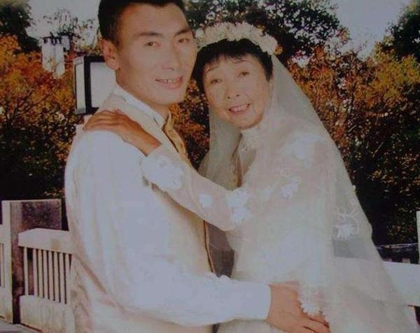 Chuyện tình của chàng 26 tuổi vẫn kết hôn với bà lão 59 tuổi mặc gia đình ngăn cản, hàng xóm chê cười giờ ra sao?-5