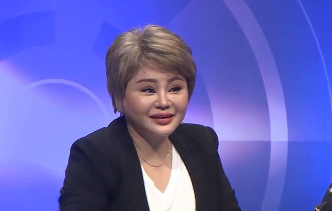 Phản ứng của Long Nhật khi bị Lê Giang gọi là chị trên sóng truyền hình-1