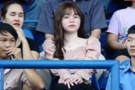 Huỳnh Anh 'tỏ ra mình ổn' khi đến sân xem Quang Hải thi đấu, nét mặt mệt mỏi gây chú ý