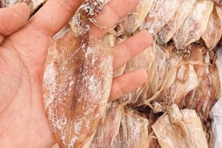 Mực khô siêu rẻ, nhỏ như lá bài, dân nhậu ăn hàng chục con chưa đã