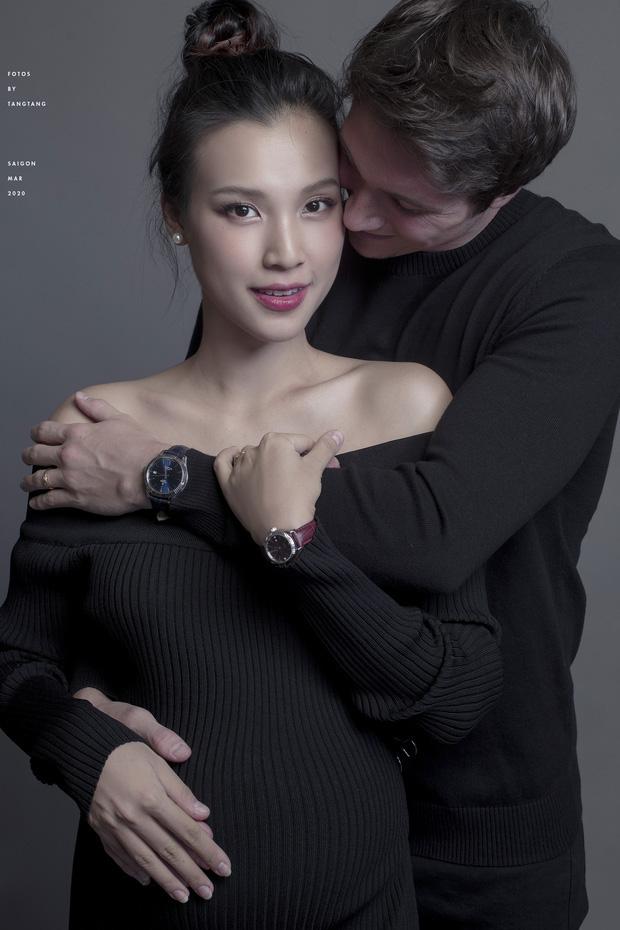 Không thể về dù Hoàng Oanh sắp vượt cạn, chồng tây soái ca facetime đàn hát ngọt ngào: Ngôn tình đời thực là đây!-3