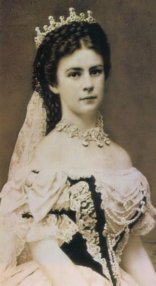 Số phận của vị hoàng hậu đẹp nhất châu Âu: Bị mang danh cướp chồng của chị gái, bước vào lồng son là một chuỗi những bi kịch đau đớn-1