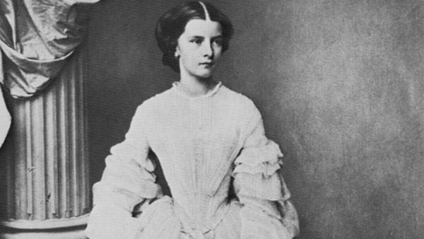Số phận của vị hoàng hậu đẹp nhất châu Âu: Bị mang danh cướp chồng của chị gái, bước vào lồng son là một chuỗi những bi kịch đau đớn-3
