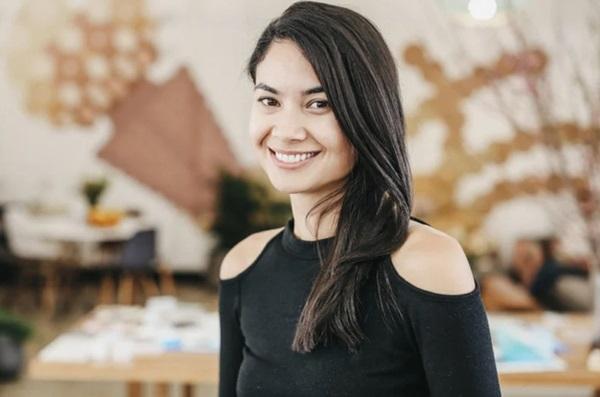 Chân dung nữ tỷ phú trẻ nhất nước Úc: Làm nên tài sản tỷ đô từ phòng khách gia đình, nhận lời cầu hôn với chiếc nhẫn 700 nghìn đồng-4
