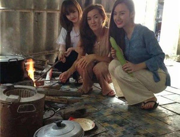 Sở hữu gia tài chục tỷ, nhà ở quê của sao Việt lại khác xa: Nhã Phương bất ngờ nhất!-14