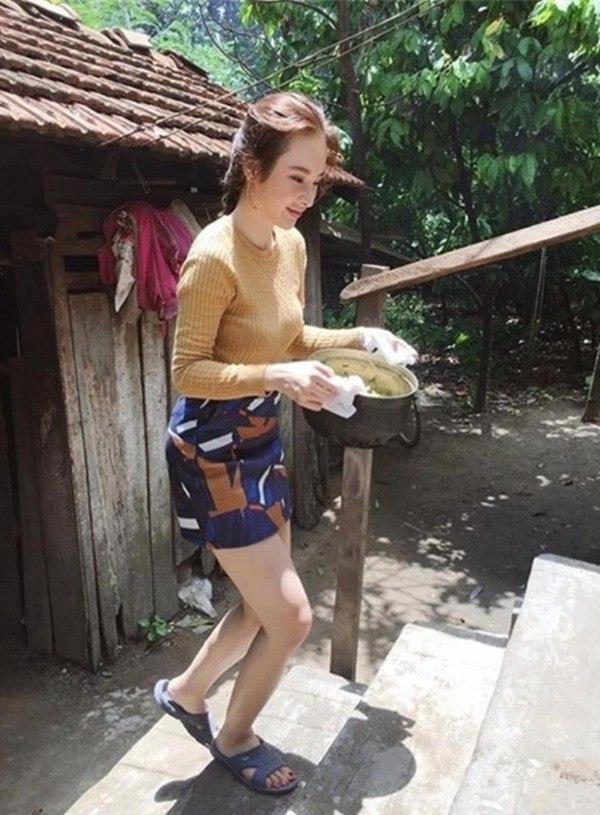 Sở hữu gia tài chục tỷ, nhà ở quê của sao Việt lại khác xa: Nhã Phương bất ngờ nhất!-15