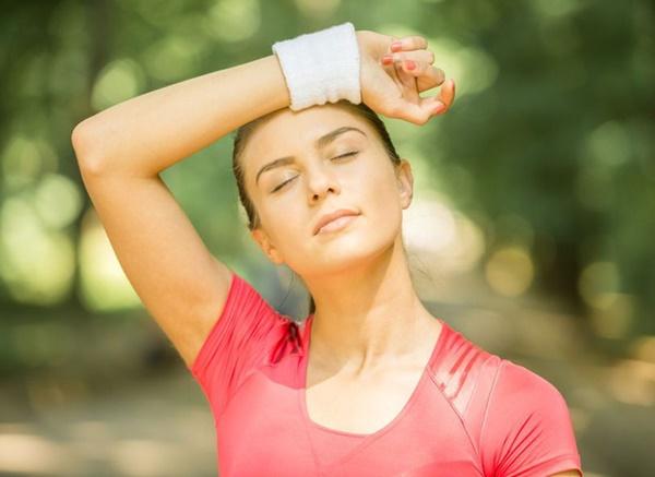 Chuyên gia da liễu giải thích ngộ độc nắng là gì, triệu chứng, cách khắc phục và ngăn ngừa-1