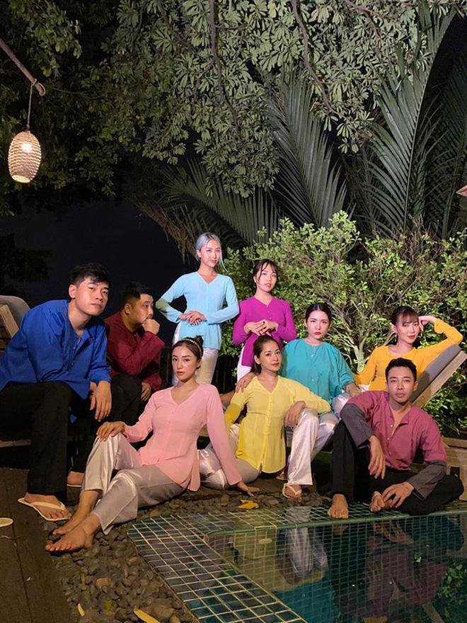 Đáp trả việc Chi Pu lên tiếng về lùm xùm chị em, Quỳnh Anh Shyn vẫn bình thản đi ăn cùng hội bạn thân Salim và Hoàng Ku-7