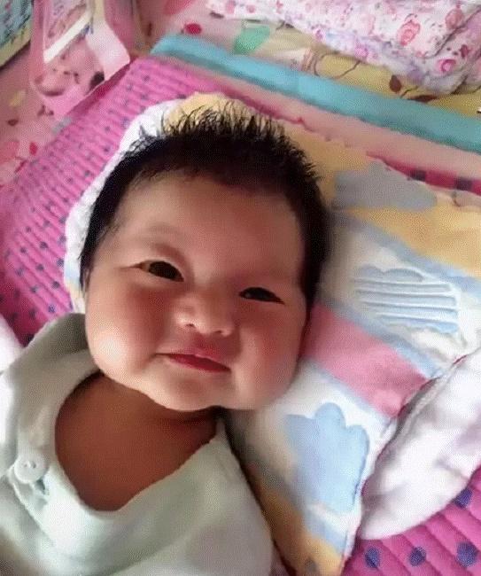 Mẹ muốn khóc khi con gái mới sinh trông như củ khoai môn, 3 tháng sau bé có pha thay đổi ngoại hình khiến ai cũng ngỡ ngàng-3