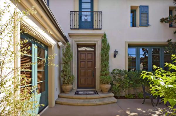 Chọn màu sắc cửa chính để không ảnh hưởng đến sức khỏe tài lộc, mang đến sự yên ấm cho gia chủ-1