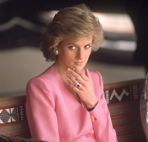 Bức ảnh chụp vài tiếng trước khi đứa bé bị bắt đi, mở ra vụ án chấn động đến nỗi Công nương Diana cũng phải lên tiếng-2
