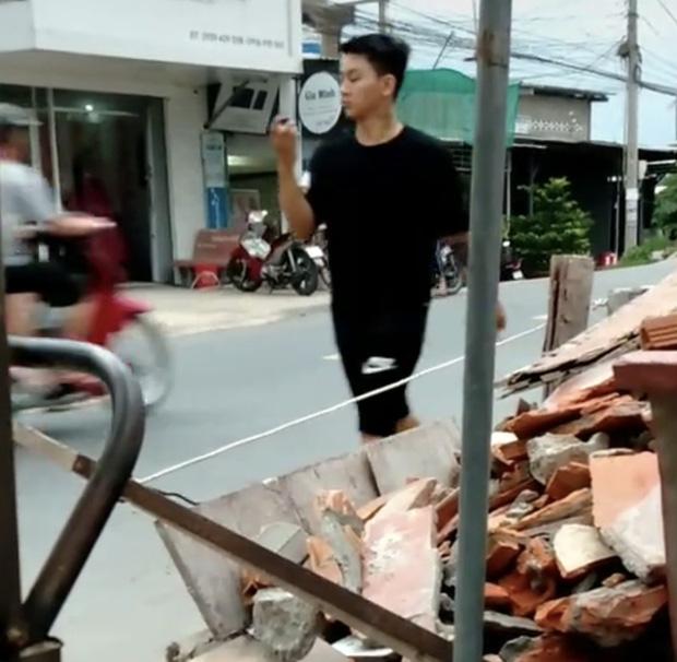 Xôn xao clip nghi vấn Hoài Lâm đi bán cafe vỉa hè kiếm tiền mưu sinh ở quê-3